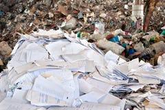 La basura de papel para recicla Fotografía de archivo libre de regalías