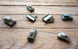 La bataille de vieux réservoirs de jouet Photo libre de droits