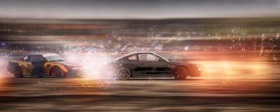 La batalla borrosa del coche del panorama que deriva con brillo encendido speen la pista Imagenes de archivo