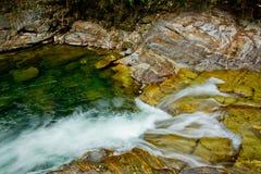 La batería de río colorida Foto de archivo