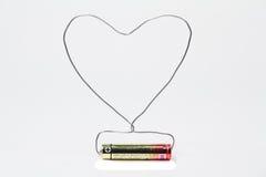 La batteria ed il cavo hanno fatto la forma del cuore Fotografie Stock