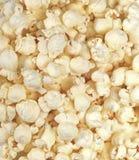 La bava di vento ha schioccato il popcorn del burro fotografia stock libera da diritti