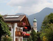 La Bavière/Allemagne - église et maisons types avec f Photos stock