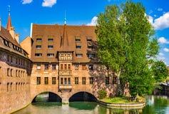 La Baviera Germania, centro storico di Norimberga con la vista di centro ospedaliero dello Spirito Santo fotografia stock libera da diritti