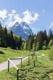 La Baviera Germania di Garmisch-Partenkirchen di panorama delle alpi Fotografia Stock