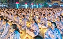 La beauté de la cérémonie sainte bouddhiste de méditation comme prévu Image libre de droits