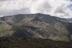 La beauté des crêtes en montagne de Rila photo stock