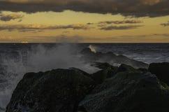La beauté du coucher du soleil d'or photos stock