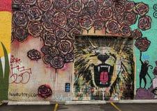 La beauté et le roi murent la peinture murale par Leighton Autrey, Ellum profond, le Texas image libre de droits