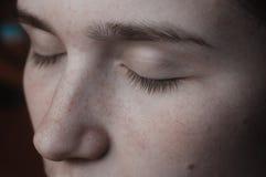 La beauté naturelle des cils sans fin de maquillage  photographie stock