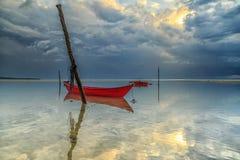 La bella alba e la barca al aru di Tanjung tirano, Labuan malaysia Immagine Stock Libera da Diritti