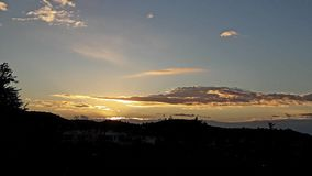 La bella alba ha soffiato il tramonto di mattina delle nuvole del cielo fotografie stock libere da diritti