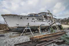 La bella barca di legno è dovuta Fotografia Stock Libera da Diritti