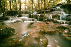 La bella caduta dell'acqua in Kanchanaburi Immagini Stock Libere da Diritti