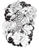 La bella, carpa a specchi variopinta con la spruzzata dell'acqua, il loto e la peonia fioriscono Progettazione giapponese tradizi Fotografie Stock Libere da Diritti