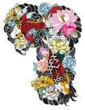 La bella, carpa a specchi variopinta con la spruzzata dell'acqua, il loto e la peonia fioriscono Progettazione giapponese tradizi Fotografie Stock