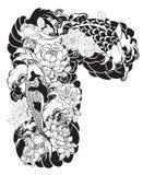 La bella, carpa a specchi variopinta con la spruzzata dell'acqua, il loto e la peonia fioriscono Progettazione giapponese tradizi Immagine Stock