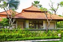 La bella casa nella giungla fotografie stock
