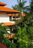 La bella casa nella giungla immagini stock libere da diritti
