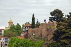 La bella città di Tbilisi uno sguardo con la cima tetti immagini stock libere da diritti
