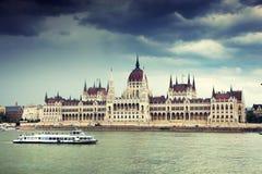 La bella costruzione del Parlamento ungherese di Budapest Immagini Stock Libere da Diritti