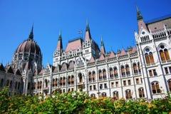 La bella costruzione del Parlamento ungherese di Budapest Immagine Stock