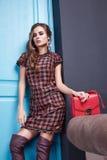 La bella donna di stile del vestito da modo copre il trucco Fotografia Stock Libera da Diritti