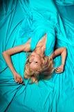 La bella donna gradisce una principessa nel palazzo Ricchi lussuosi fa Fotografia Stock