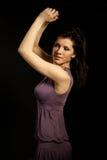 La bella donna sta ballando fotografia stock