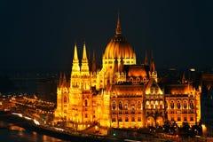 La bella facciata della costruzione ungherese del Parlamento di Budapest Immagini Stock Libere da Diritti