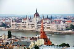 La bella facciata della costruzione ungherese del Parlamento di Budapest Fotografie Stock