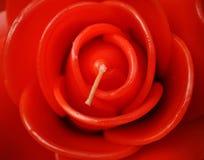 La bella fine sulla candela rossa è aumentato Immagini Stock Libere da Diritti