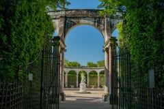 La bella fontana di Bosquet de la Colonnade del posto di Versailles fotografia stock libera da diritti