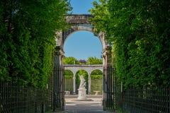 La bella fontana di Bosquet de la Colonnade del posto di Versailles fotografie stock libere da diritti