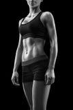 La bella forma fisica femminile dimagrisce il corpo abbronzato Immagini Stock Libere da Diritti