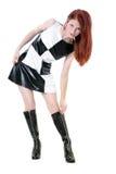 La bella giovane donna alla moda che chiude con chiusura a lampo su lei va va caricamenti del sistema immagini stock libere da diritti