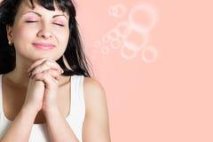 La bella giovane donna felice fa un desiderio Fotografia Stock Libera da Diritti
