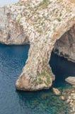 La bella parete blu e la grotta blu da sopra in Malta Fotografia Stock