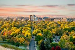 La bella piccola città di Boise Idaho con gli alberi di autunno abbonda fotografia stock
