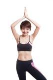 La bella ragazza in buona salute asiatica fa la posa di yoga Fotografie Stock Libere da Diritti