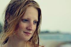 La bella ragazza con i freckles Fotografie Stock Libere da Diritti