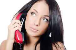 La bella ragazza con il telefono rosso fotografia stock libera da diritti