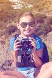 La bella ragazza con la macchina fotografica Immagine Stock