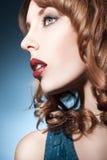 La bella ragazza con perfetto compone Fotografie Stock