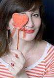 La bella ragazza del brunette chiude il cuore dell'occhio Fotografie Stock