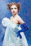 La bella ragazza gradice bianco come la neve Immagini Stock Libere da Diritti
