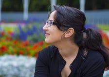 La bella ragazza si rilassa in un parco Fotografia Stock Libera da Diritti