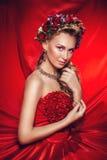 La bella ragazza in un vestito rosso Immagine Stock Libera da Diritti