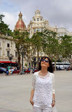 La bella ragazza in vacanza in Spagna, Valencia Immagini Stock
