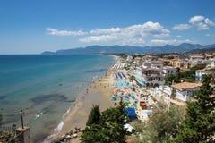 La bella spiaggia di Sperlonga, Italia Fotografia Stock Libera da Diritti
